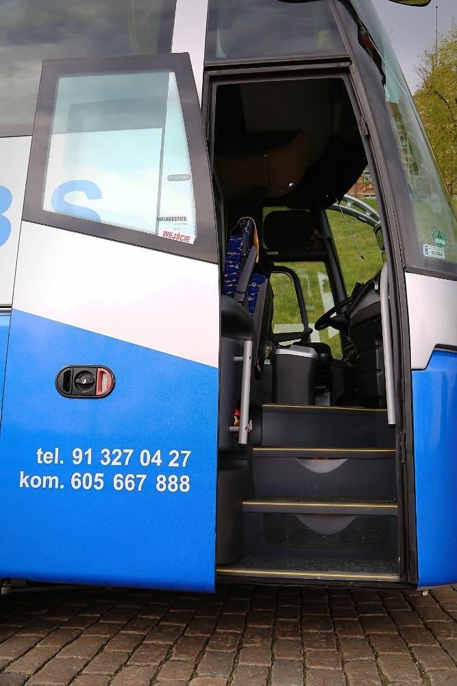 autobus-bova-60-miejsc-na-wynajem-drzwi