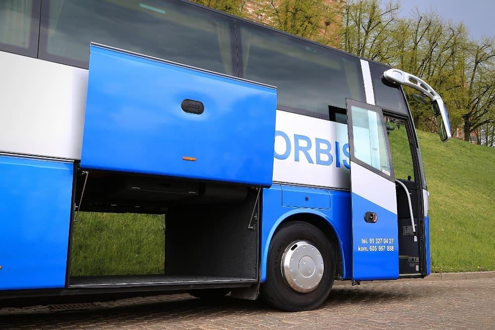 autobus-bova-60-miejsc-na-wynajem-otwarty-luk-bagazowy