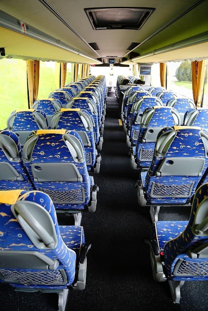 autobus-bova-60-miejsc-na-wynajem-przejscie-miedzy-siedzeniami