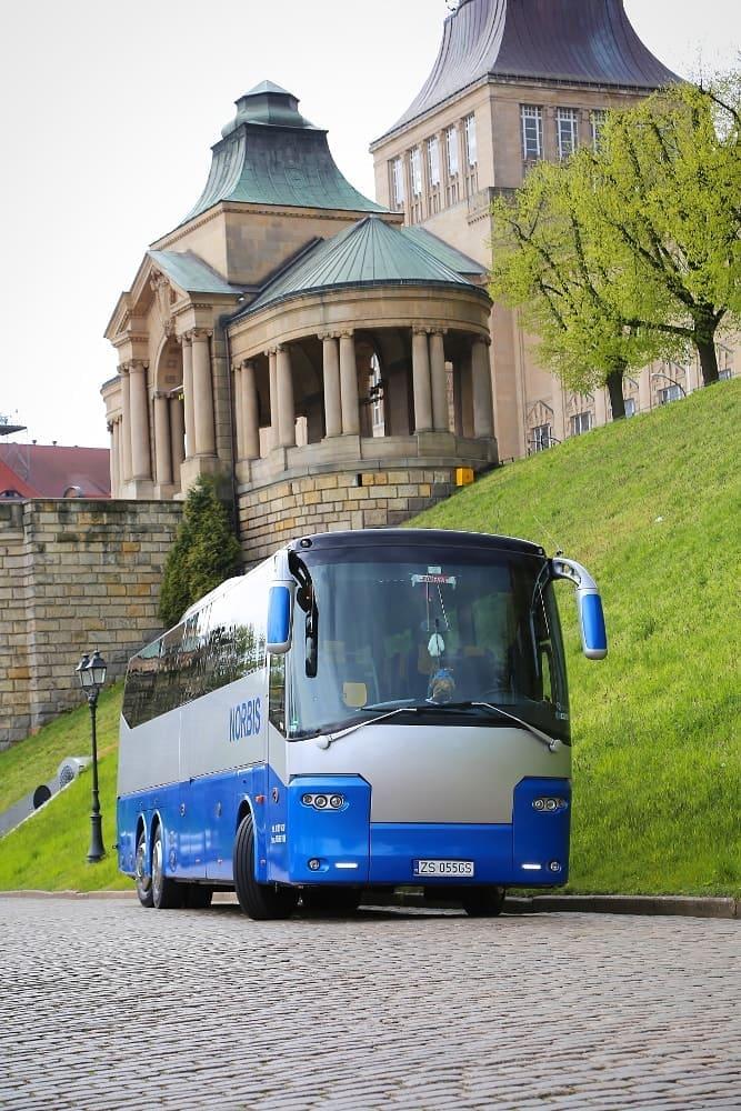 autobus-bova-60-miejsc-na-wynajem-przod