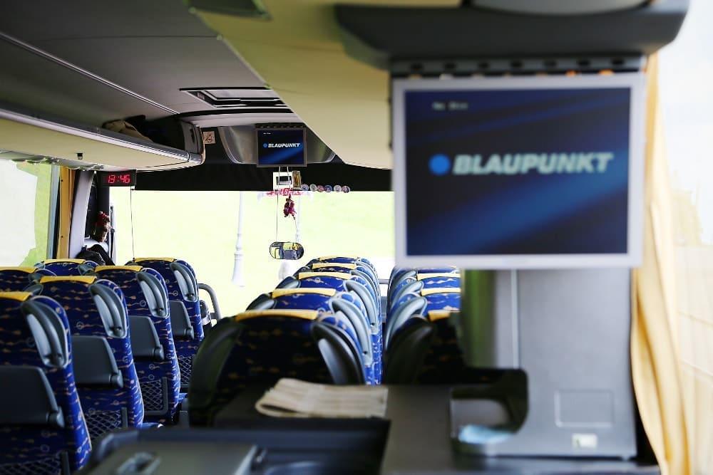 autobus-bova-60-miejsc-na-wynajem-wnetrze-z-telewizorem