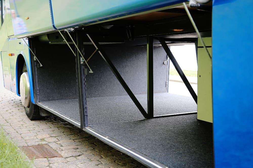 autobus-bova-60-miejsc-na-wynajem-z-pojemym-lukiem-bagazowym