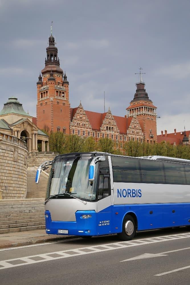 autobus-bova-60-miejsc-na-wynajem-pionowo