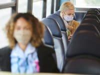 Jazda autokarem w trakcie pandemii. Jakich środków ostrożności przestrzegać?