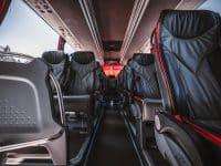 Czy podczas jazdy autokarem należy zapinać pasy bezpieczeństwa?
